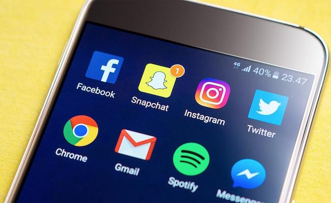 Combien de personnes utilisent des applications de messagerie pour s'informer?